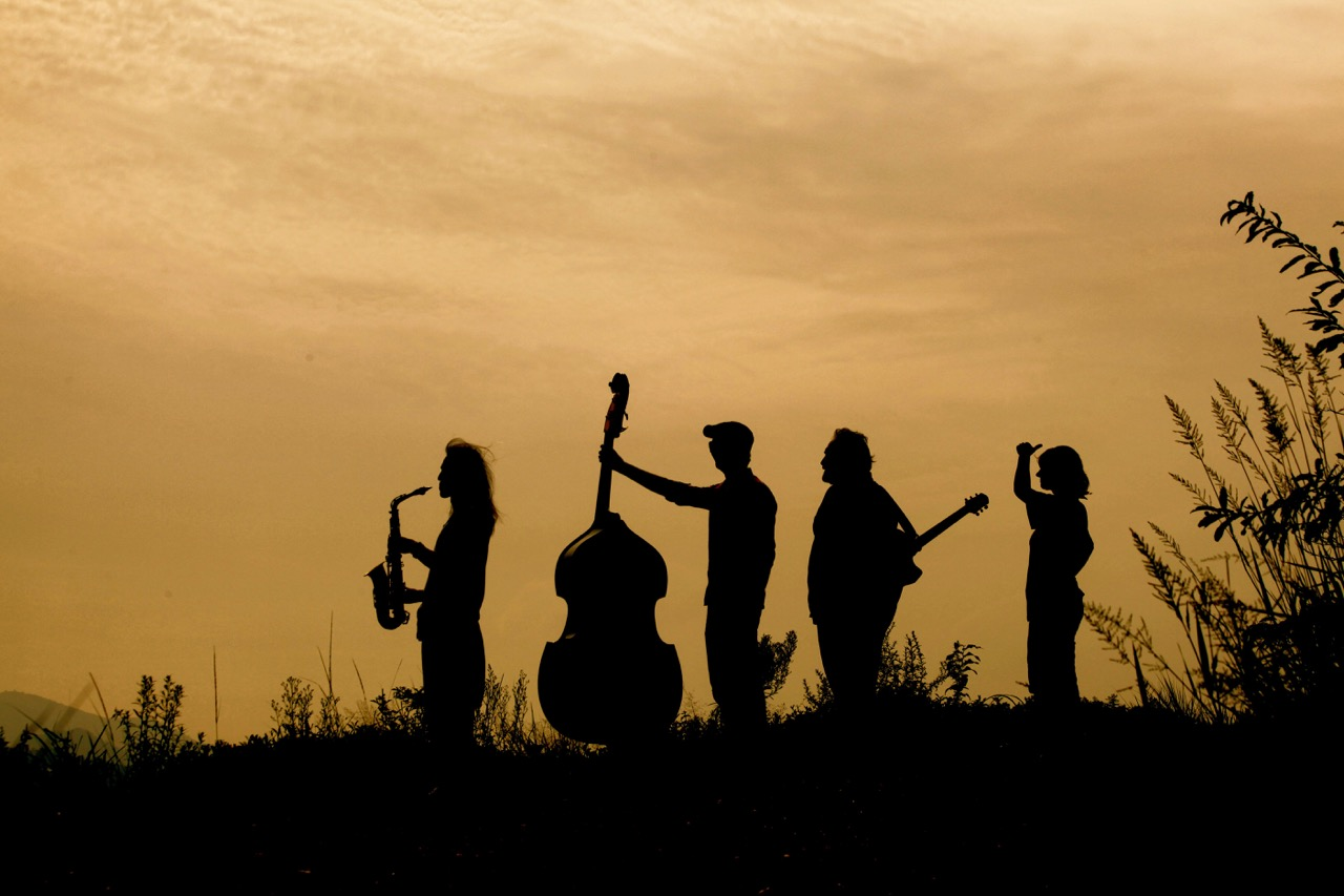 How to shoot silhouette photos
